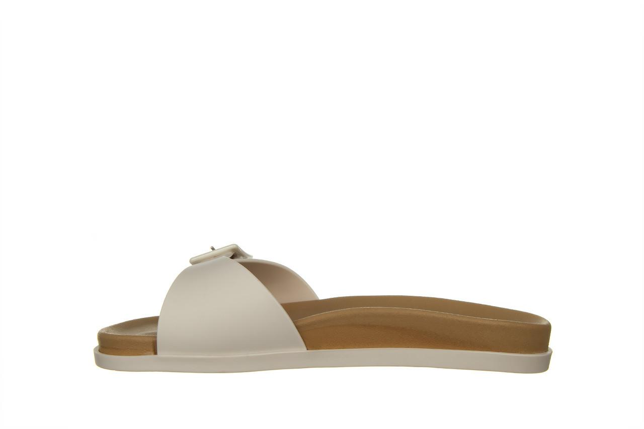 Klapki melissa wide slide ad white beige 010367, biały, guma - nowości 8