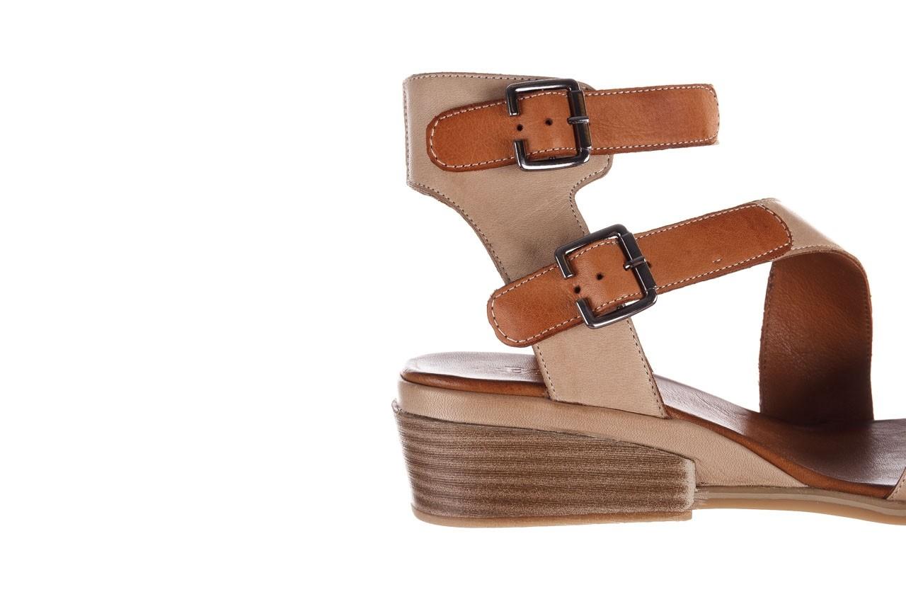 Sandały bayla-161 061 1605 mouton tan, beż, skóra naturalna - koturny - buty damskie - kobieta 15