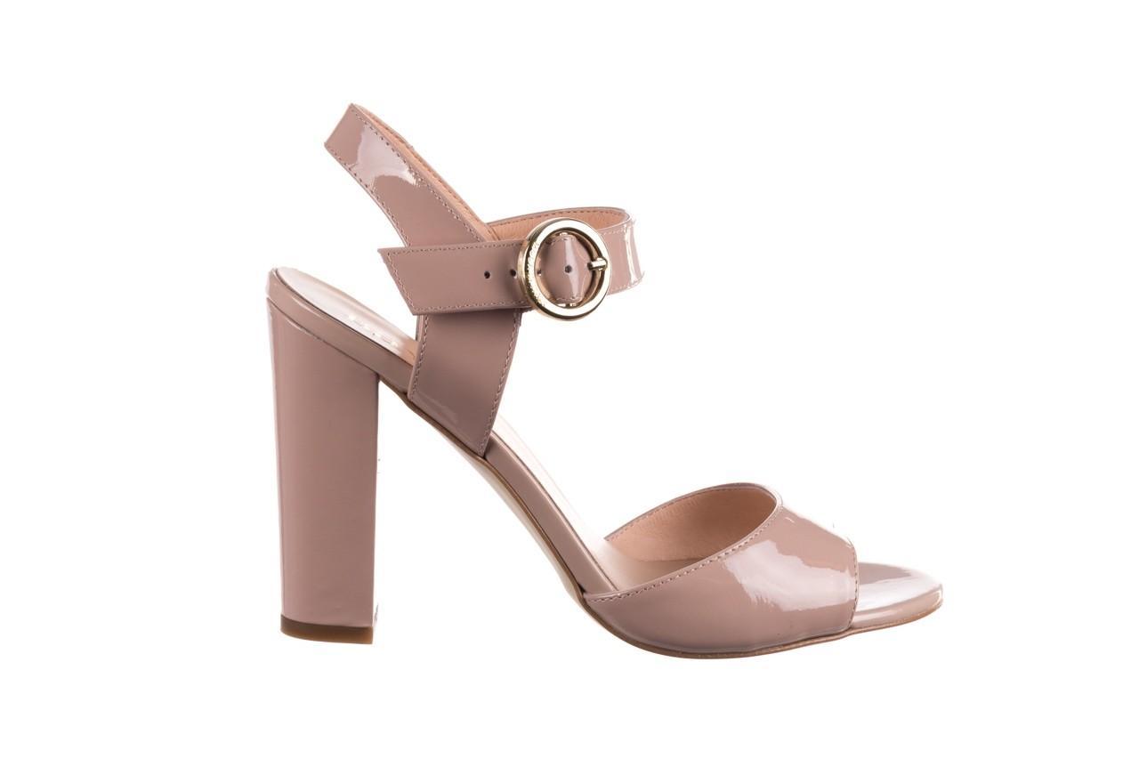 Sandały bayla-056 8023-430 beż lakier, skóra naturalna  - skórzane - sandały - buty damskie - kobieta 7