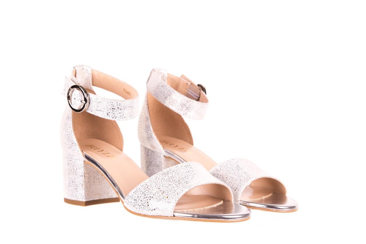 Sandały bayla-056 7049-1152 srebrno-białe sandały, skóra naturalna - bayla - nasze marki 7