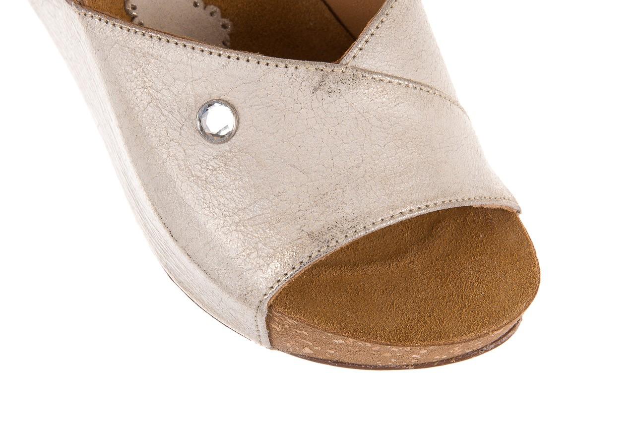 Klapki bayla-099 0795 dave platyna, skóra naturalna  - na koturnie - klapki - buty damskie - kobieta 10