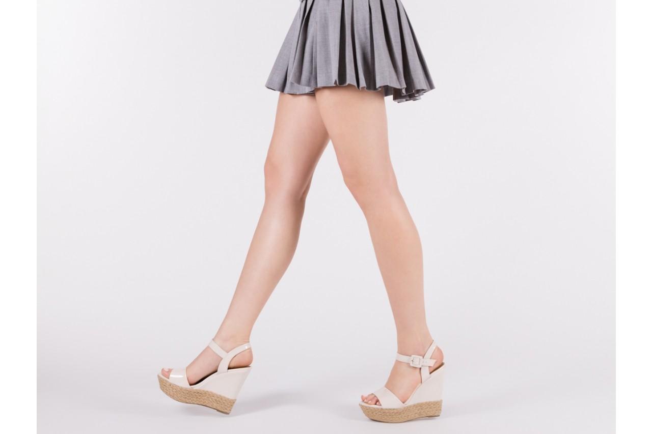 Sandały bayla-109 911001 varnish ivory, beż, skóra ekologiczna lakierowana - bayla - nasze marki 13