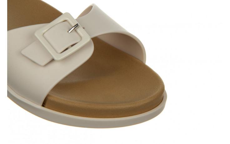 Klapki melissa wide slide ad white beige 010367, biały, guma - nowości 5