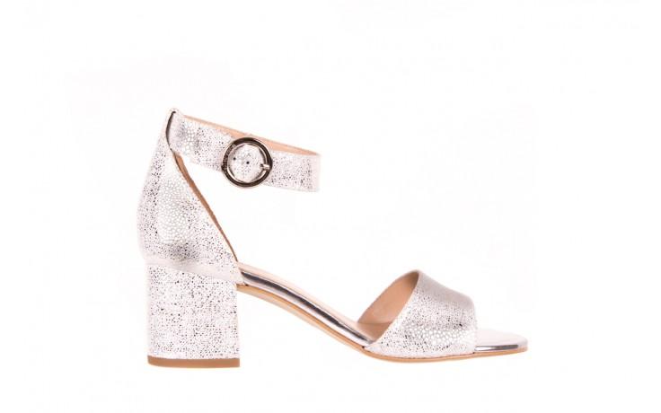 Sandały bayla-056 7049-1152 srebrno-białe sandały, skóra naturalna - bayla - nasze marki