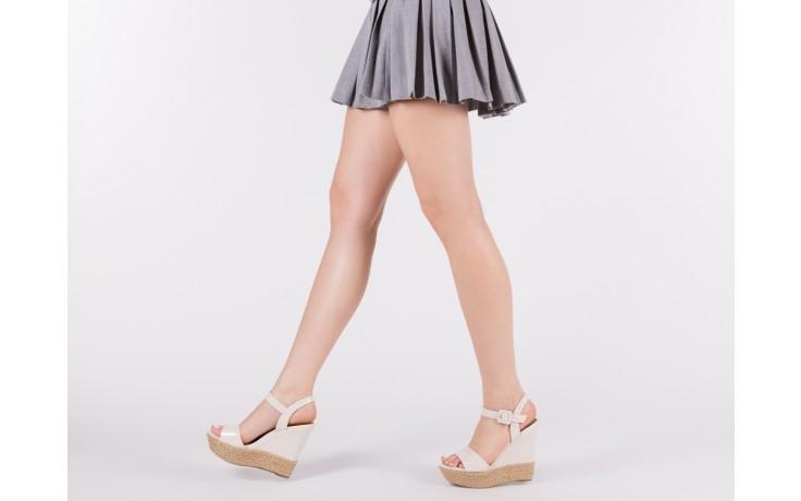 Sandały bayla-109 911001 varnish ivory, beż, skóra ekologiczna lakierowana - bayla - nasze marki 6