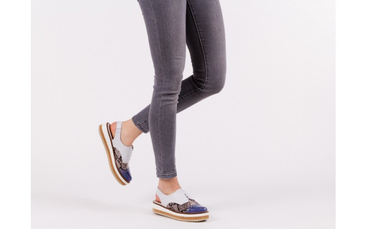 Półbuty wonders a-3913 petrol jeans, biały/ wąż, skóra naturalna 6